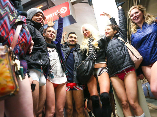 NO PANTS SUBWAY RIDE3 - NO PANTS SUBWAY RIDE: Enseñando chicha con mucho humor