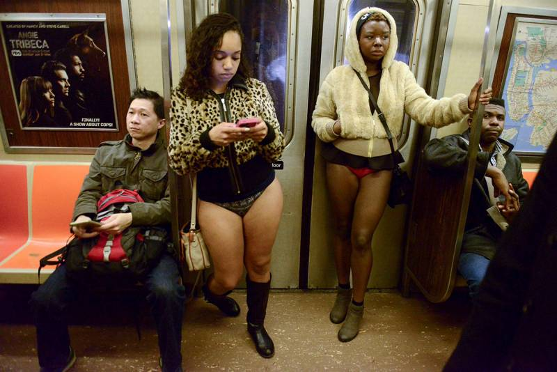 NO PANTS SUBWAY RIDE5 - NO PANTS SUBWAY RIDE: Enseñando chicha con mucho humor