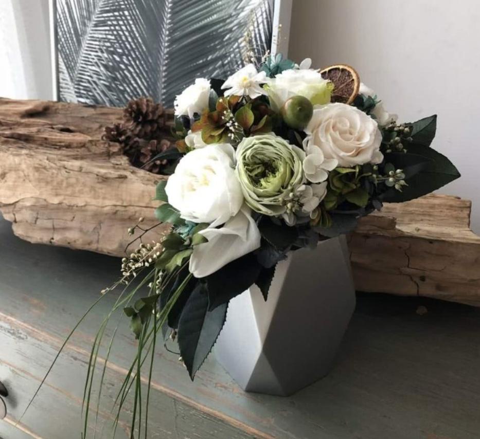 Ideas para decorar eventos especiales con centros de flores 4