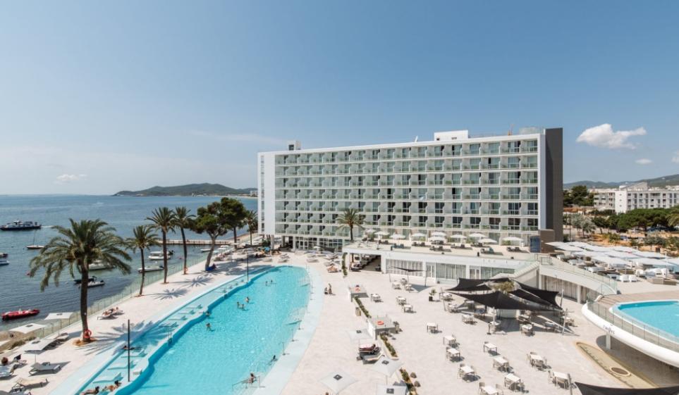 vacaciones en ibiza: alójate en Ibiza Twiins, o alquila un barco... 1