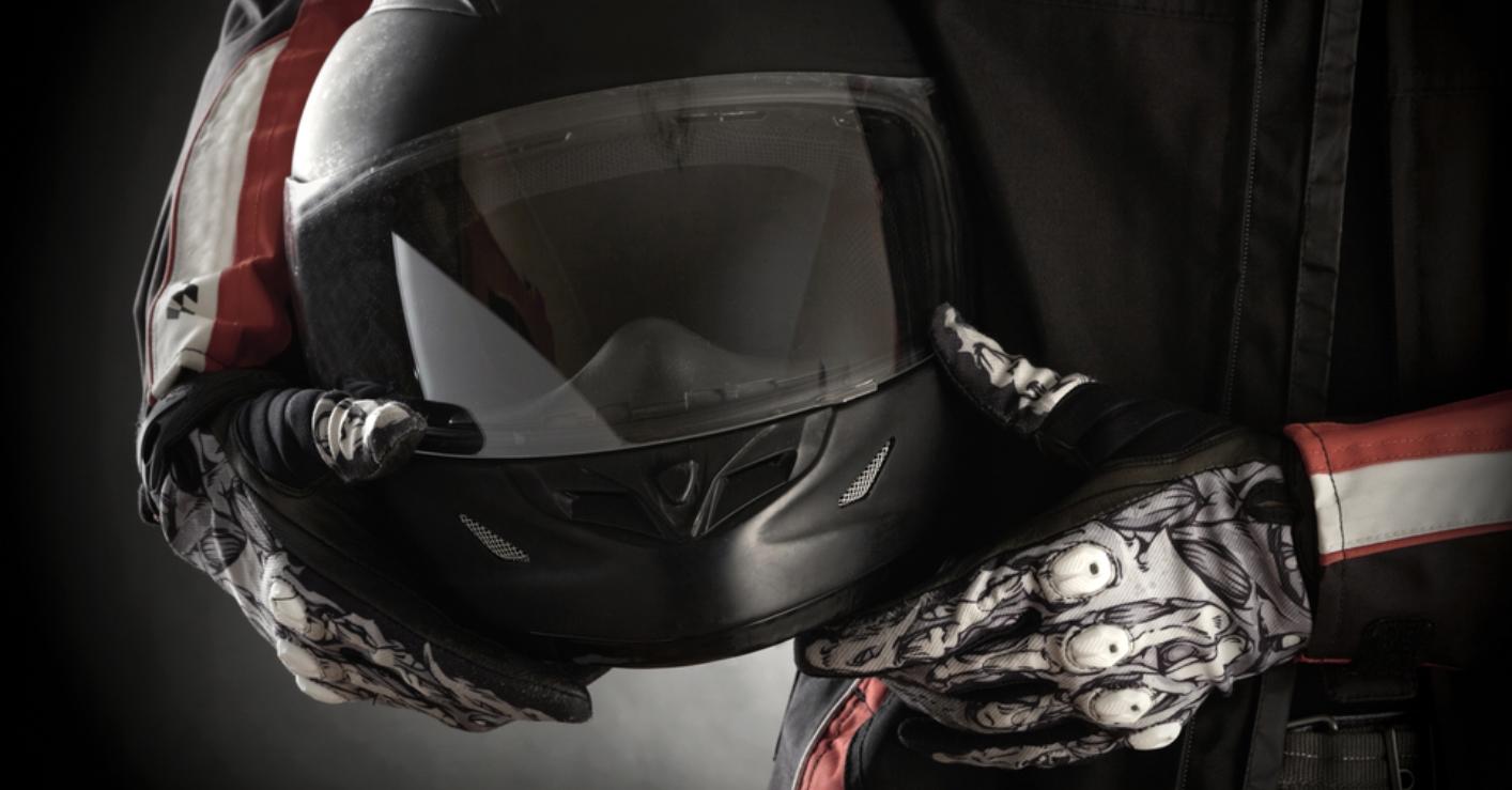 ¿Sabes cómo comprar el casco para moto adecuado?