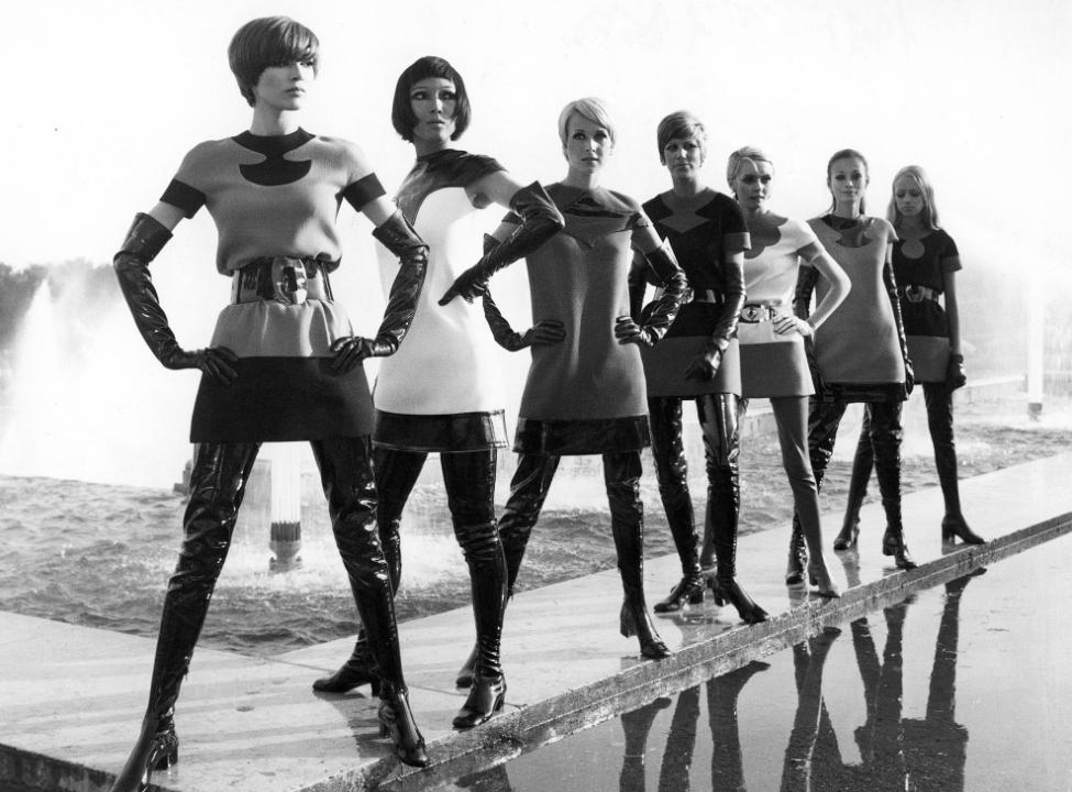 fotos moda futurista años 60:pierre cardin ropa 11