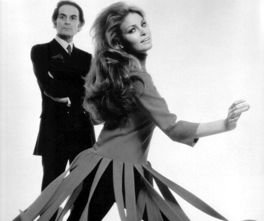 fotos moda futurista años 60:pierre cardin ropa 10