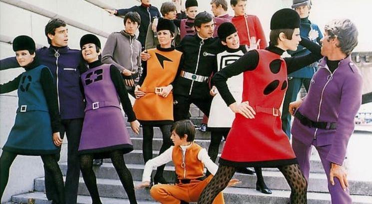 fotos moda futurista años 60:pierre cardin ropa 4