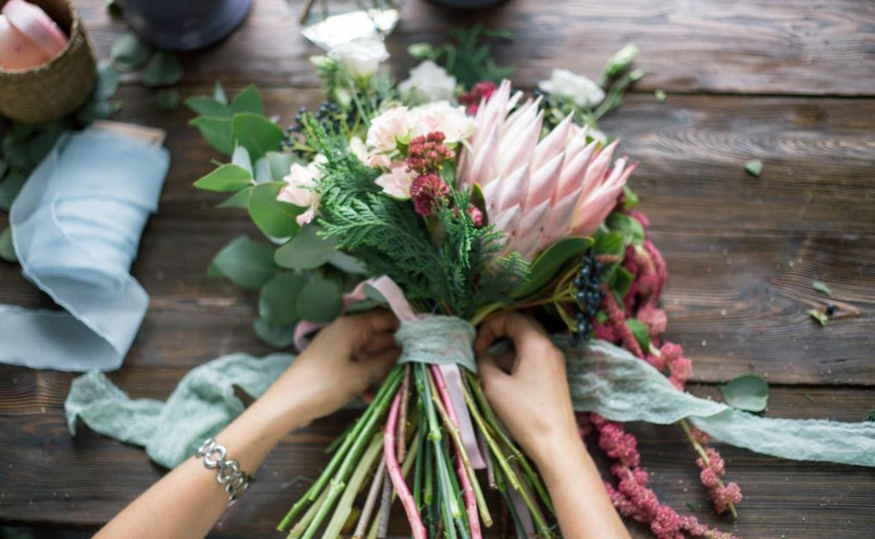 Cómo elegir arreglos florales para funerales 2