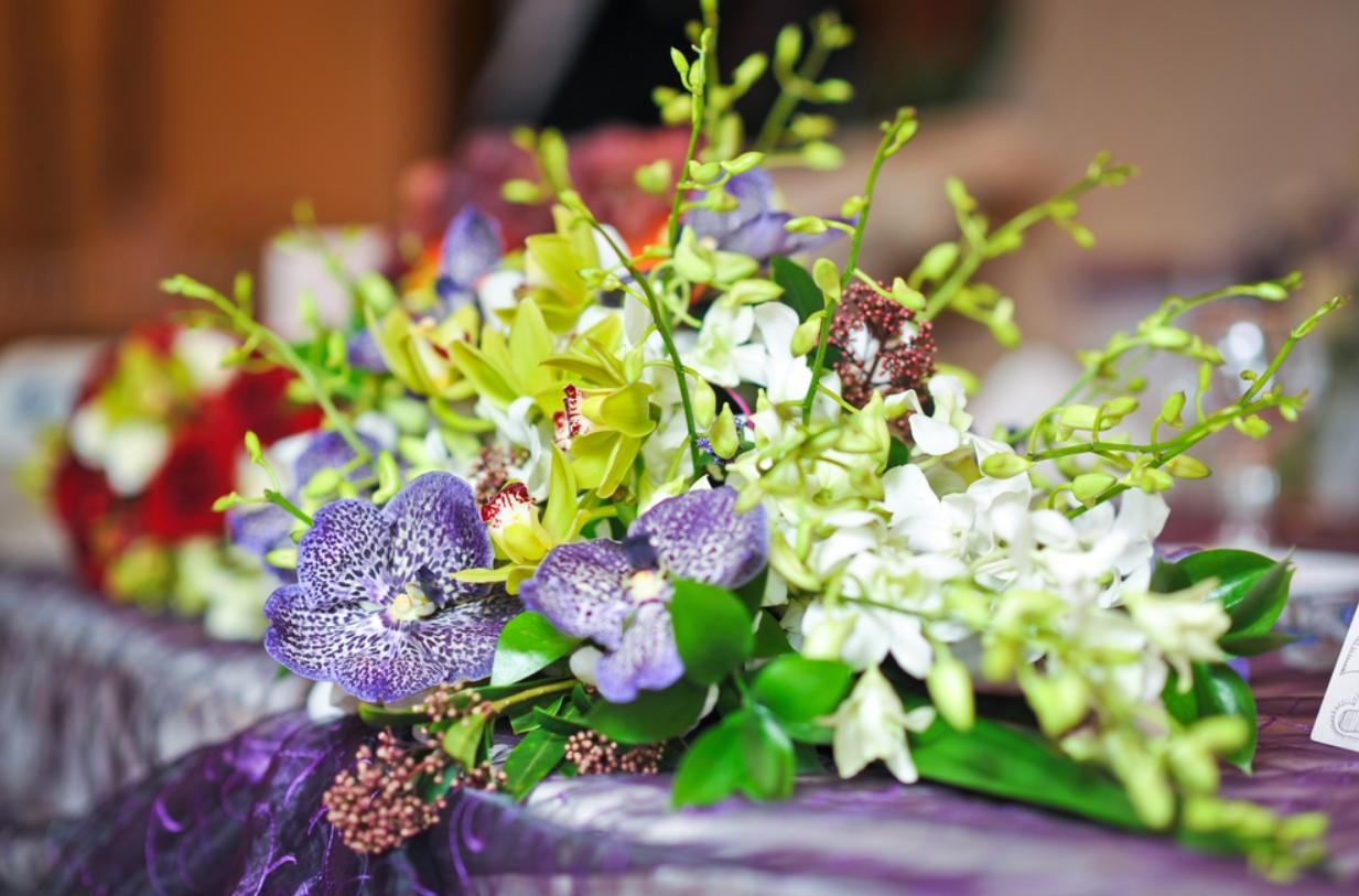 Cómo elegir arreglos florales para funerales