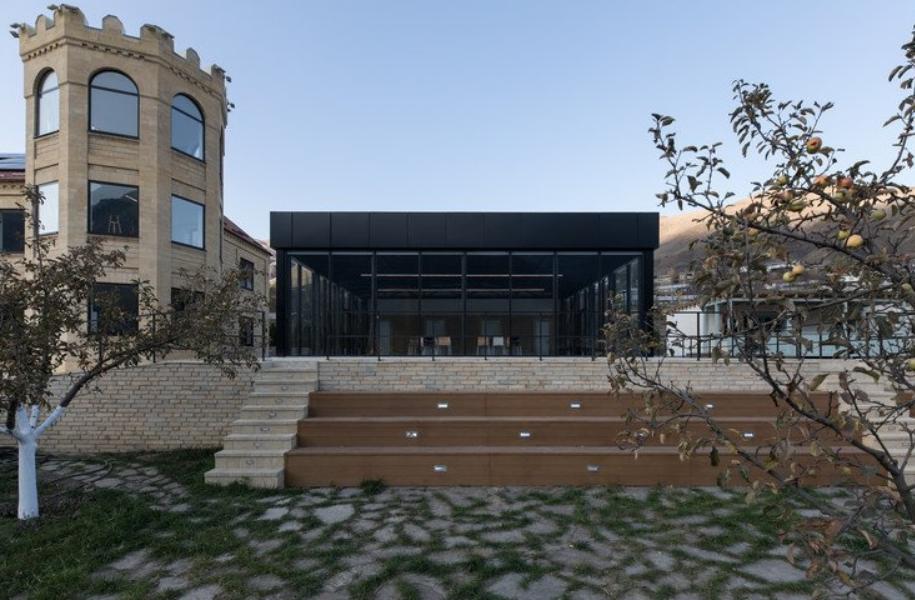Un centro de inspiración para los peques es la Luminaria deKhryug, distrito de Akhtyn 2