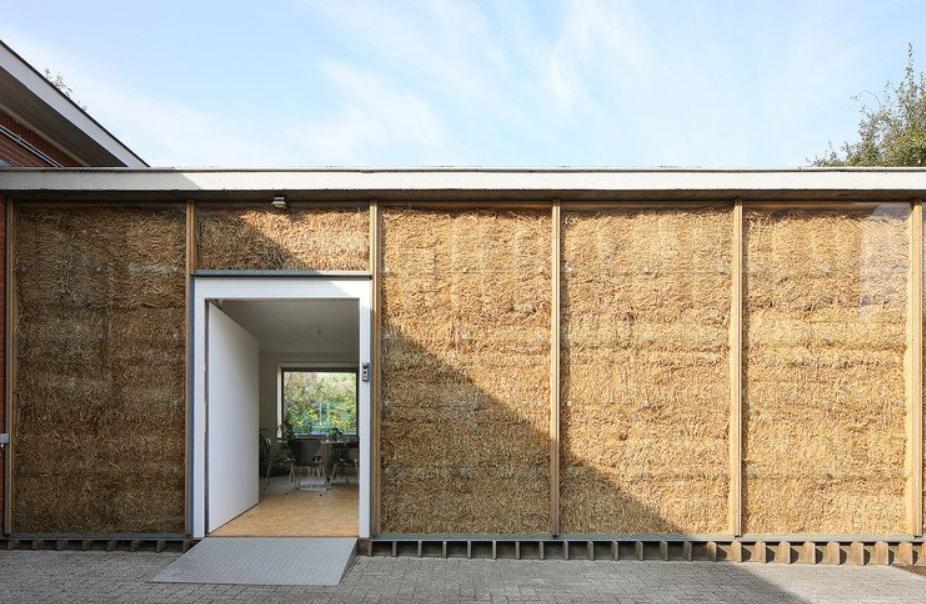 la fabricación de casas de alpacas de pajas es una alternativa barata y sostenible. 4