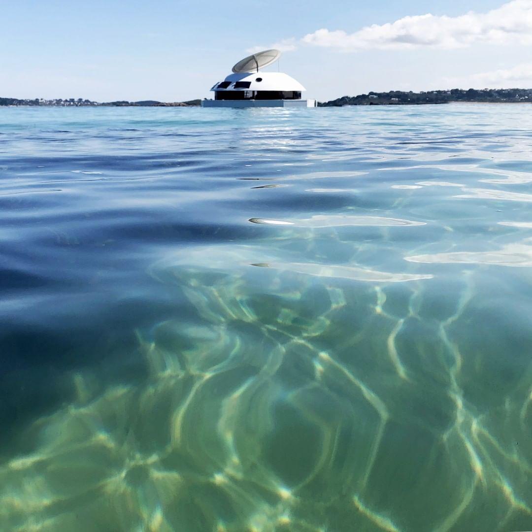 ANTHÉNEA: la cápsula flotante de lujo en el mar que te va a dejar atrapado o atrapada 9