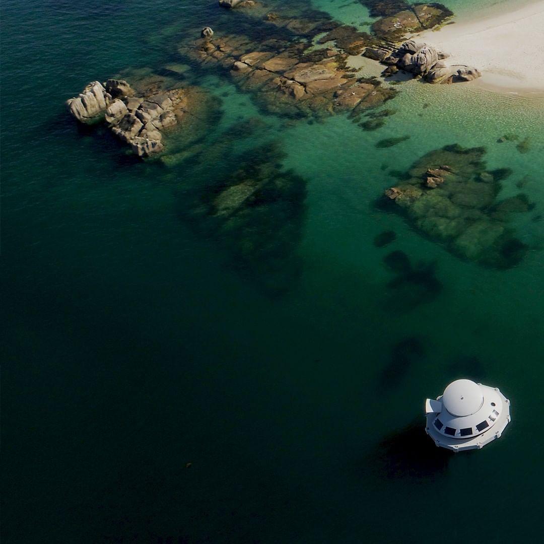 ANTHÉNEA: la cápsula flotante de lujo en el mar que te va a dejar atrapado o atrapada 10