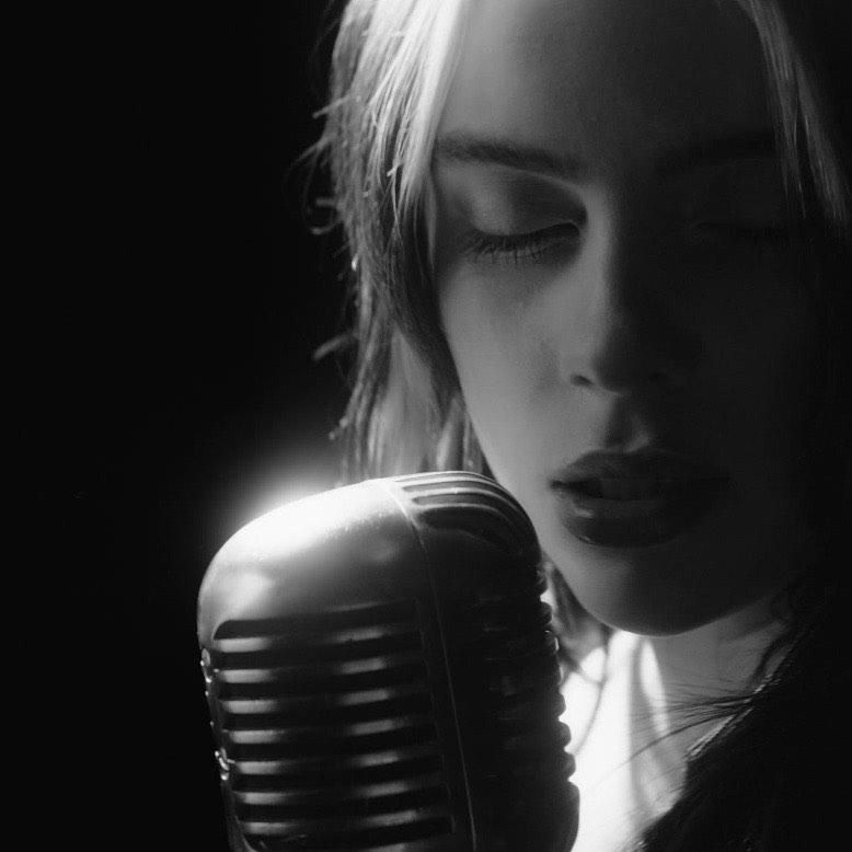 no time to die billie eilish: el vídeo en que ella se transforma en una cantante clásica 1