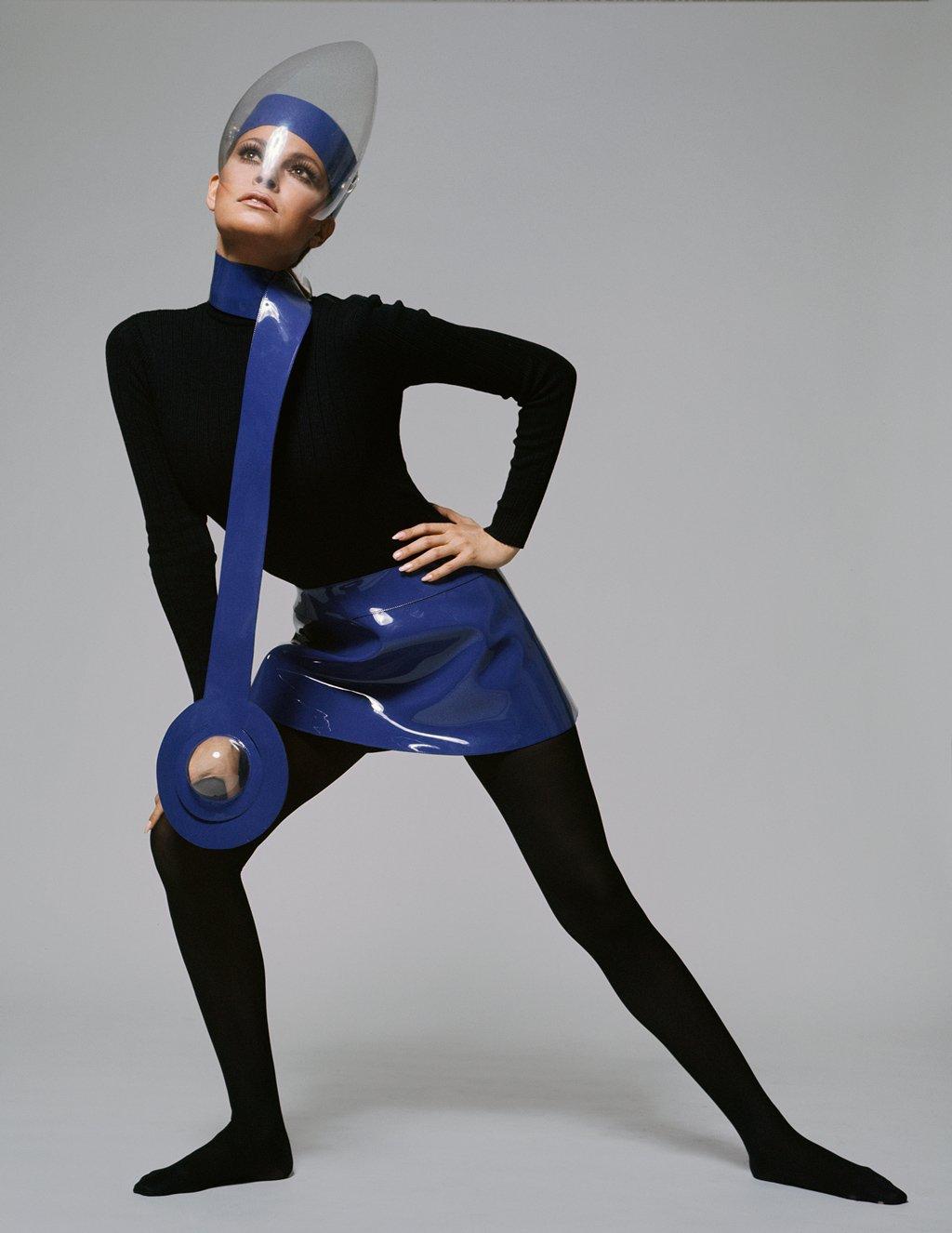 fotos moda futurista años 60:pierre cardin ropa 2