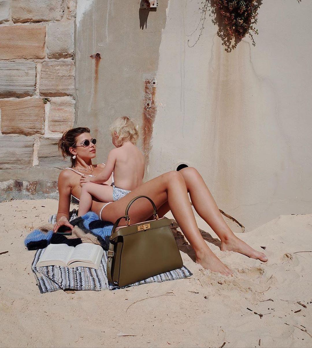El verano de Fendi 2021 se vive bajo el sol con siluetas suaves y cómodas 2