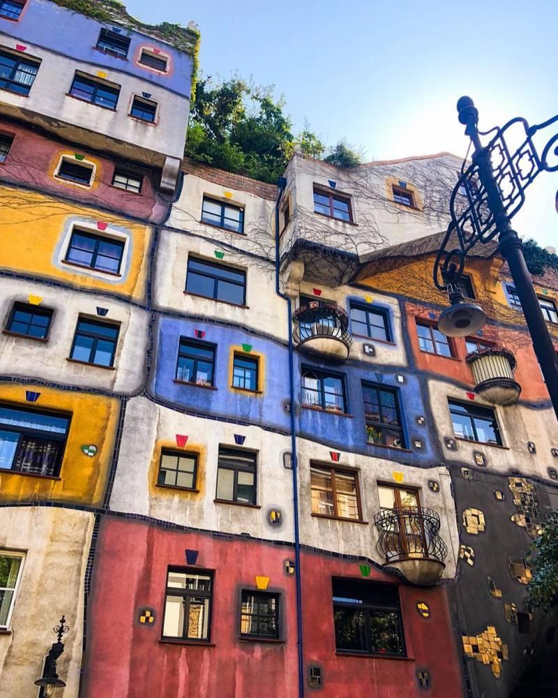 jshafeei 38935421 657053124661420 1573642915941449728 n - las casas de colores: Hundertwasserhaus, en Viena