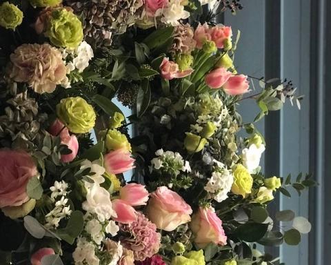 sallyhambleton 26268727 1982012832042285 7942480847792242688 n 480x384 - coronas funerarias: y otras costumbres populares
