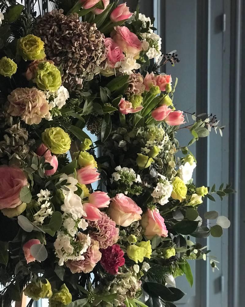 sallyhambleton 26268727 1982012832042285 7942480847792242688 n - coronas funerarias: y otras costumbres populares