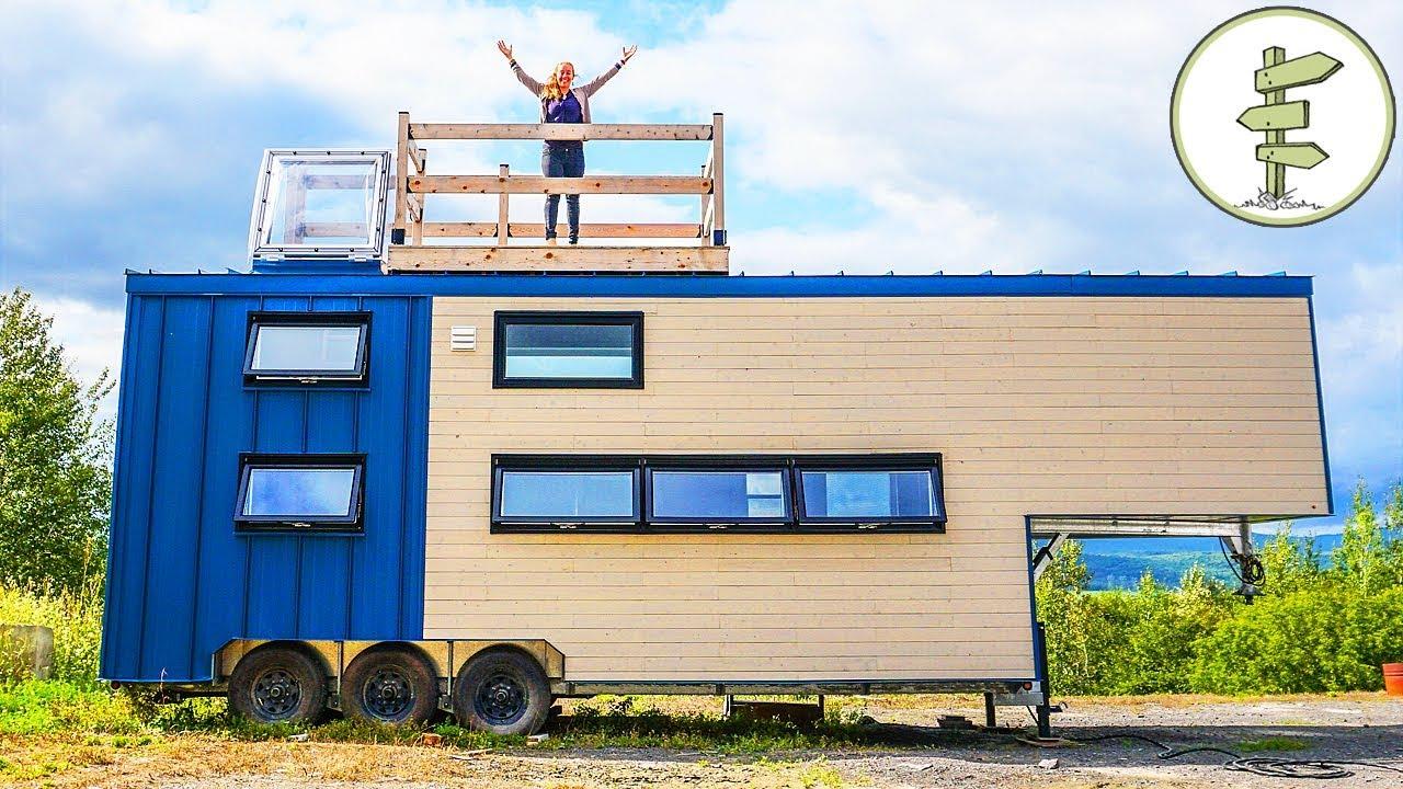 this big modern tiny house is pu - Una casa moderna móvil que es puro lujo