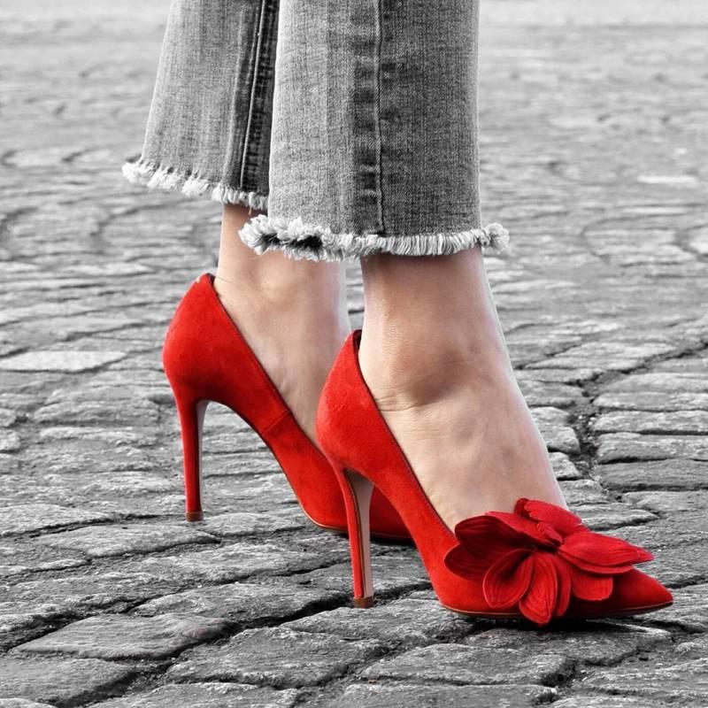 tusstilettos 26073435 800828510125233 7183452975744942080 n - Zapatos stilettos: el diseño y la elegancia