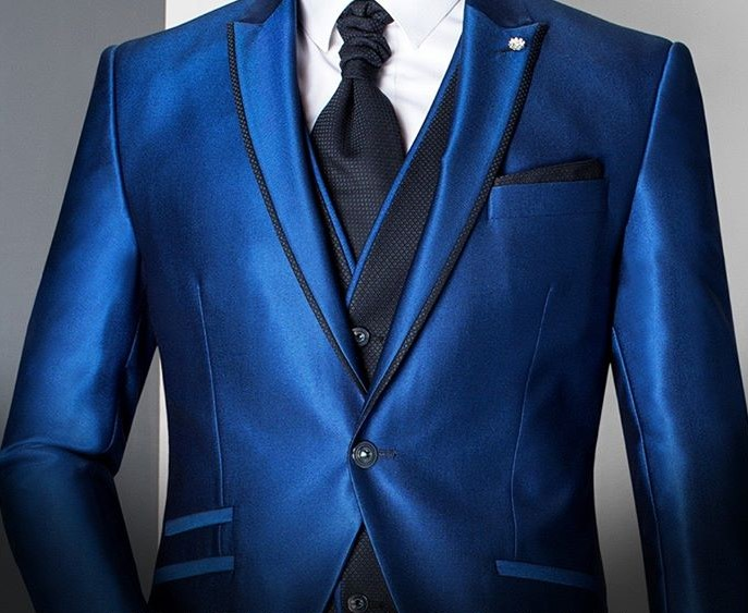 un traje de novio azul - un traje de novio azul