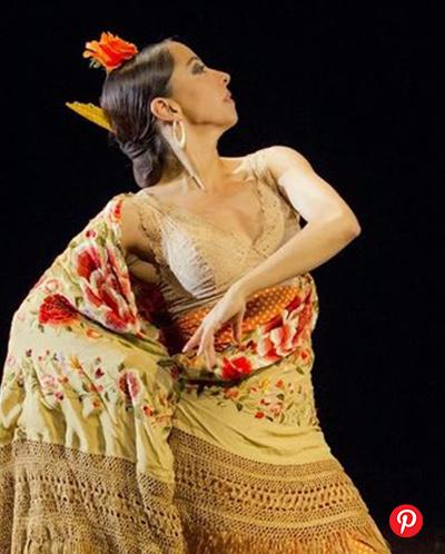 word image 5 - 5 bailaoras españolas de flamenco y sus tocados florales icónicos