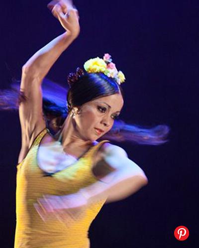 word image 6 - 5 bailaoras españolas de flamenco y sus tocados florales icónicos